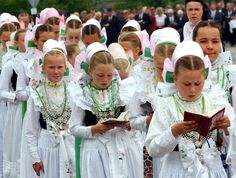 19 Jun 2003, Crostwitz, Saxony, Germany --- A Sorbian procession celebrating the Feast of Corpus Christi is led by a group of bridesmaids and marches through the town. The procession of the Catholic Sorbs is traditonally led by bridesmaids, the so called 'Druschki', who are dressed in their traditional costumes. The Feast of Corpus Christi is a religious Catholic holiday which celebrates the body and blood of Jesus Christ. #katholisch