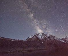 Noche estrellada en montaña