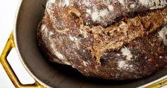 Grovbrød. Brødet på billederne blev bagt med hvedemel fra De 5 Gaarde, hvor nogle af skaldelene er malet med ? derfor er det mørkere end almindeligt hvedebrød. - Foto: Rune Pedersen (Arkiv)