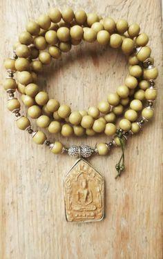 Charm- & Bettelketten - Mala Kette Buddha Amulett Boho Holzperlen Silber - ein Designerstück von weibsbild bei DaWanda