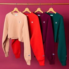 Our Fave Champion Sweatshirt Gets Cropped Cute Lazy Outfits, Sporty Outfits, Teen Fashion Outfits, Outfits For Teens, Trendy Outfits, Sweatshirt Outfit, Cropped Hoodie Outfit, Champion Clothing, Jugend Mode Outfits
