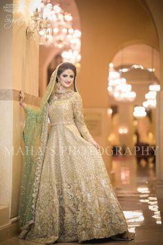 Pakistani bridal henna colour ideas for 2019 Bridal Mehndi Dresses, Walima Dress, Shadi Dresses, Indian Bridal Outfits, Bridal Dress Design, Bridal Lehenga, Bridal Style, Asian Wedding Dress Pakistani, Pakistani Formal Dresses