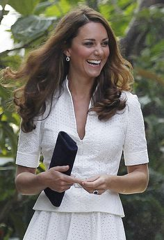 Danish magazine, Se og Hor has published bottomless photos of Kate Middleton, continuing the ongoing controversy of a series of pictures of the s topless Duchess on vacation being released to the world. William Kate, Prince William And Kate, Beautiful Young Lady, Beautiful People, Duke And Duchess, Duchess Of Cambridge, Princesse Kate Middleton, Pippa Middleton, Duchesse Kate