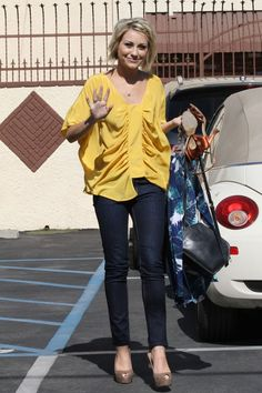 I want this yellow top!