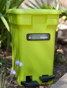 No Odors or Fruit Flies in Our Self-Sealing, 6-Gallon Compost Pail