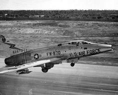 Fighter Pilot, Fighter Jets, Us Military Aircraft, Air Machine, Aircraft Design, Vietnam War, Military History, Air Force, Cool Photos