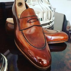 Loafer. Beautiful style by @saintcrispins #sartorial #scarpe #mensfashion #menshoes #mto #glaçage #shoeshine #blu_scuro #handmadeshoes #style #shoewizardry #