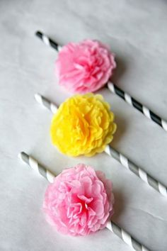 DIY mini tissue pom pom straws by Lemon Drop. Party Props, Diy Party, Party Ideas, Crafts To Make, Crafts For Kids, Diy Crafts, Diy Fleur, Straw Crafts, Paper Straws