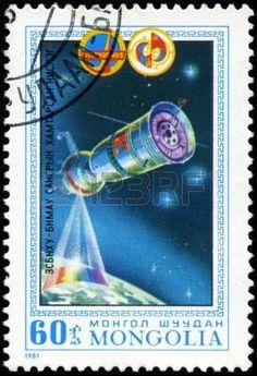 MONGOLIE-CIRCA 1981: Un timbre imprim� en Mongolie montre spacestation Salut, timbre de s�rie honorant programme Intercocmos, circa 1981. photo