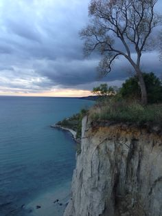 Climbed down these bluffs when I was a teenager …. what WAS I thinking ? This is in Scarborough, Ontario, Canada Scarborough Toronto, Scarborough Bluffs, Canada Eh, Toronto Canada, Largest Countries, World View, American Country, Vancouver Island, Great Lakes