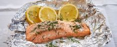 Zalm van de BBQ met zelfgemaakte honing-mosterdsaus Low Carb Keto, Low Carb Recipes, Cobb Bbq, Quorn, High Tea, Fresh Rolls, Barbecue, Foodies, Turkey