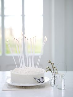 So sweet. A simple cake with long candles Pretty Cakes, Beautiful Cakes, Simply Beautiful, Birthday Celebration, Birthday Parties, Happy Birthday, Birthday Cake, Fabulous Birthday, Birthday Candles