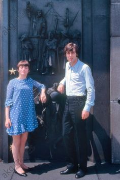 Lors de sa tournée en URSS, mai / juin 1967 : Mireille Mathieu et le chanteur Michel Delpech Michel Delpech, Akg, Janet Jackson, Image Search, Sexy, Quitter, France, Times, Comics