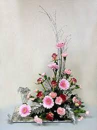 Resultado de imagen para triangle flower arrangements #arreglosfloralesparamesa