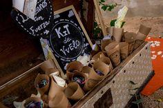 Conos de papel con confeti para tu boda  #wedding #bodas #boda #bodasnet #decoración #decorationideas #decoration #weddings #inspiracion #inspiration #photooftheday #love #beautiful #rice #confetticones #ricecones Love, Beautiful, Invitations, Paper Envelopes, Amor, El Amor, I Like You, Romances