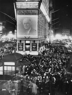 Times Square, New York - FDR is elected to a second term, 1936 History Major, World History, Andy Warhol, Old Pictures, Old Photos, Vintage New York, Thats The Way, Interesting History, Historical Photos