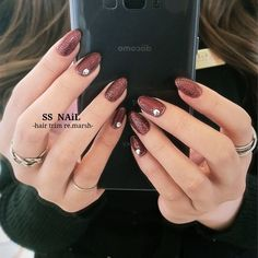 Today we have prepared a batch of red nails for everyone, no matter what age you are, you can pick a style that suits you! Let's take a look at 20 of them first. May Nails, Hair And Nails, Hand Pictures, Hair Trim, Red Nail Designs, Japanese Nail Art, Perfect Nails, Mani Pedi, Nail Trends