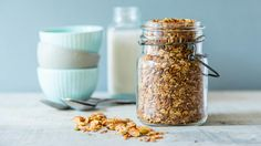 Protein Vanilla Granola: Top off your fresh fruit, smoothie bowl, coconut ice cream with high-protein granola, or just add almond milk to your homemade granola and enjoy! Muesli, Granola, Vegan Protein, Protein Foods, High Protein, Protein Recipes, Healthy Recipes, Coconut Ice Cream, Plant Based Nutrition