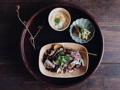 夕食椎茸と蓮根のオリーブオイル漬けで黒米焼き飯じゃこ天とホワイトセロリの炒め物手作り豆腐素敵な人と沢山話をして気分が良かったので豆腐を作ってみました by saki.52