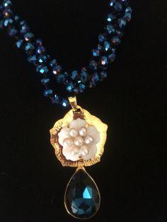 Nocturno collar en cristal dije madre perla y swarovskis