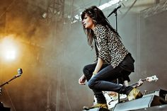 Google Image Result for http://justactlikeyouknow.files.wordpress.com/2011/04/allison-mosshart.jpg