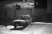 Adicionais Foto FS Ollie sobre a camionete - Mais uma da serio de fotos e gif de manobras em gap com obstáculos como camionetes ou cercas ou ate mesmo de um lado do outro da rua, se liga.