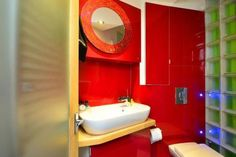 Because life is too short for boring bathrooms. (See this #vacation #rental in #London here: http://www.nyhabitat.com/london-apartment/vacation/1188)