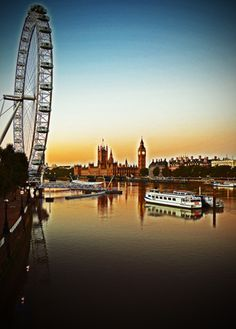 robert d anderson photography - The sun starts to rise to wake up London. This picture features the river Thames, London Eye and Big Ben.