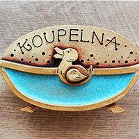 Hledání zboží: keramická jmenovka / Zboží | Fler.cz Ceramic Birds, Ceramic Animals, Happy Art, Clay Flowers, Zentangle, Wind Chimes, Plating, Pottery, Stamp