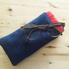 lili_belette Couture rapide et utile du matin : un étui à lunettes #mirettes de @patrons_sacotin Parce que bon, le boitier solide ca prend trop de place! Chutes de tissu @amandinechadessolier