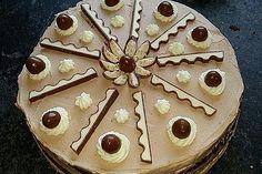 Überraschungsei Torte 6 Köstliche Desserts, Delicious Desserts, Panna Cotta, Muffins, Food And Drink, Pie, Fitness, Kinder Chocolate, Children Cake