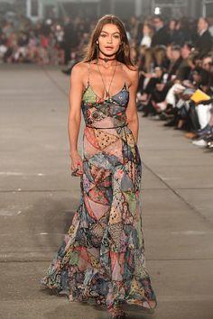 Model Gigi Hadid walks the runway at the TommyLand Tommy Hilfiger Spring 2017 Fashion Show on February 8 2017 in Venice California Moda Instagram, Big Fashion, Runway Fashion, Fashion Show, Fashion Looks, Fashion Trends, Desire Clothing, Spring Fashion 2017, Fancy Dress Up