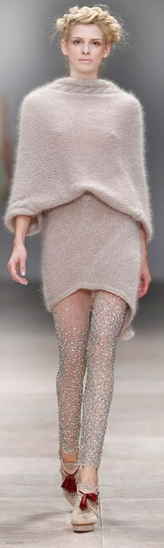 David Tomaszewski....love this sweater, but i dont like the fact that you can see her nips through it. plus love whats on her legs, whether its tights, skirt or pants.