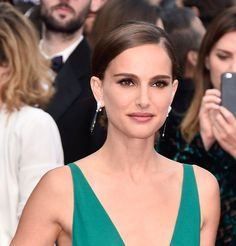 Natalie Portman in the onyx, white gold and diamond Gocce earrings by De Grisogono. Cannes 2015