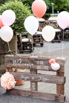 Budget Wedding Ideas - Use a pallet for decorating your outdoor wedding. Great for a rustic or country themed wedding!