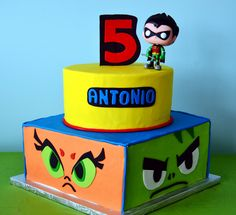 Teen Titans Cake, round on top of square 5th Birthday Party Ideas, Halloween Birthday, 10th Birthday, Baby Birthday, Birthday Cakes, Cakes For Boys, Boy Cakes, Teen Titans Go, Childrens Party