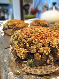 These look tasty! Quinoa & Lentil Stuffed Portobello Mushrooms from Je Mange la Ville