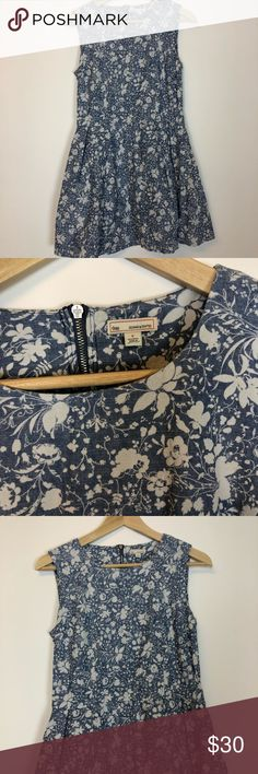 """Gap floral pale blue dress size 0 drop waist Great condition light blue floral dress in size 0.   16"""" armpit to armpit  32"""" length  14"""" waist   Check out my other listings in my closet and feel free to make offers. I offer a great bundle discount as well. Happy shopping! GAP Dresses"""