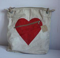 Feelgood tassen - Ali Lamu is niet bepaald een bekende naam in modeland. Zou dat komen doordat het geen Nederlands merk is? Zou het komen doordat het een redelijk nieuw merk is? Aan het ontw...