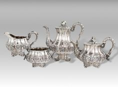 Service for tea and coffee made up of four pieces: teapot, coffee pot, creamer and sugar bowl.  Silver 925 / °°° England, City of London date letter: year 1830 William IV Style  The object carries the punches of the silversmith Jonathan Hayne, operated in London from 1810 to 1826.