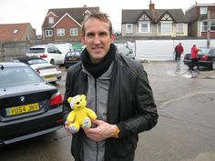 Mark Schwarzer, Goalkeeper at Fulham FC, supports the Paul Strank Roofing Photothon with Pudsey! #pudseyphotothon #cin #pudsey