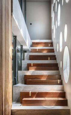 Modern Staircase Design Ideas – Browse inspiring images of modern stairs. With f… Modern Staircase Design Ideas – Browse inspiring Concrete Stairs, Wood Stairs, House Stairs, Basement Stairs, Open Basement, Basement Ideas, Wooden Staircase Railing, Entry Stairs, Stair Handrail