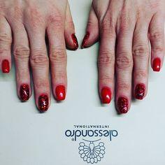 #paznokcie #nails #alessandro #alessandronails #alessandrointernational #nailart #beautifulnails #rednails #błyszczącepaznokcie #salonurodyrespiro