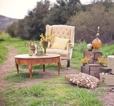 40 Trendy Ideas For Wedding Outdoor Photoshoot Picnics Vintage Outdoor Furniture, Vintage Chairs, Nice Furniture, Furniture Ideas, Lounges, Beach Table Decorations, Sala Vintage, Photos Booth, Vintage Props