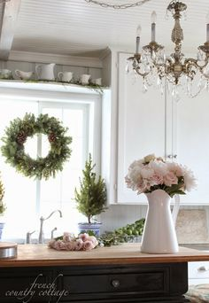 FRENCH COUNTRY COTTAGE: Decking the halls ~Home Tour
