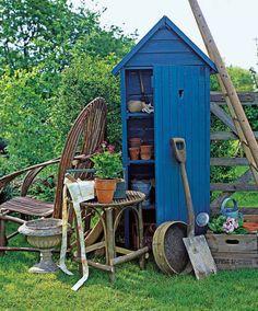 Para quem tem um espaço grande, nada melhor que casinhas para guardar as ferramentas e tudo relacionada a conservação do jardim.