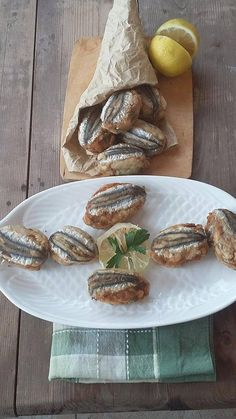 Cetarese anchovy meatballs logbook in the kitchen Fish Recipes, Gourmet Recipes, Cooking Recipes, Healthy Recipes, Albondigas, Appetisers, Fish Dishes, Food Design, Soul Food