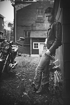 Boys of Summer Bike, James Dean vibe Male Senior Pictures, Senior Photos, Senior Portraits, Senior Posing, Motorcycle Photography, Senior Photography, Lifestyle Photography, James Dean, Shooting Photo Moto