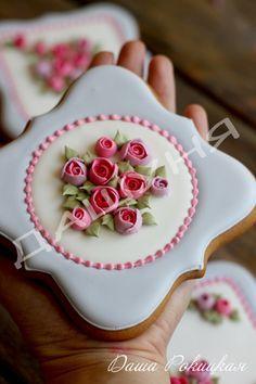 beautiful sugar cookies with roses