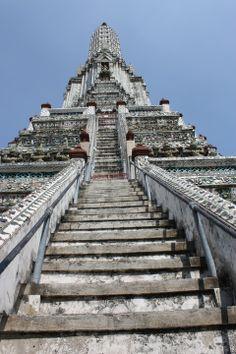 bangkok-wat-arun-steep-stairs